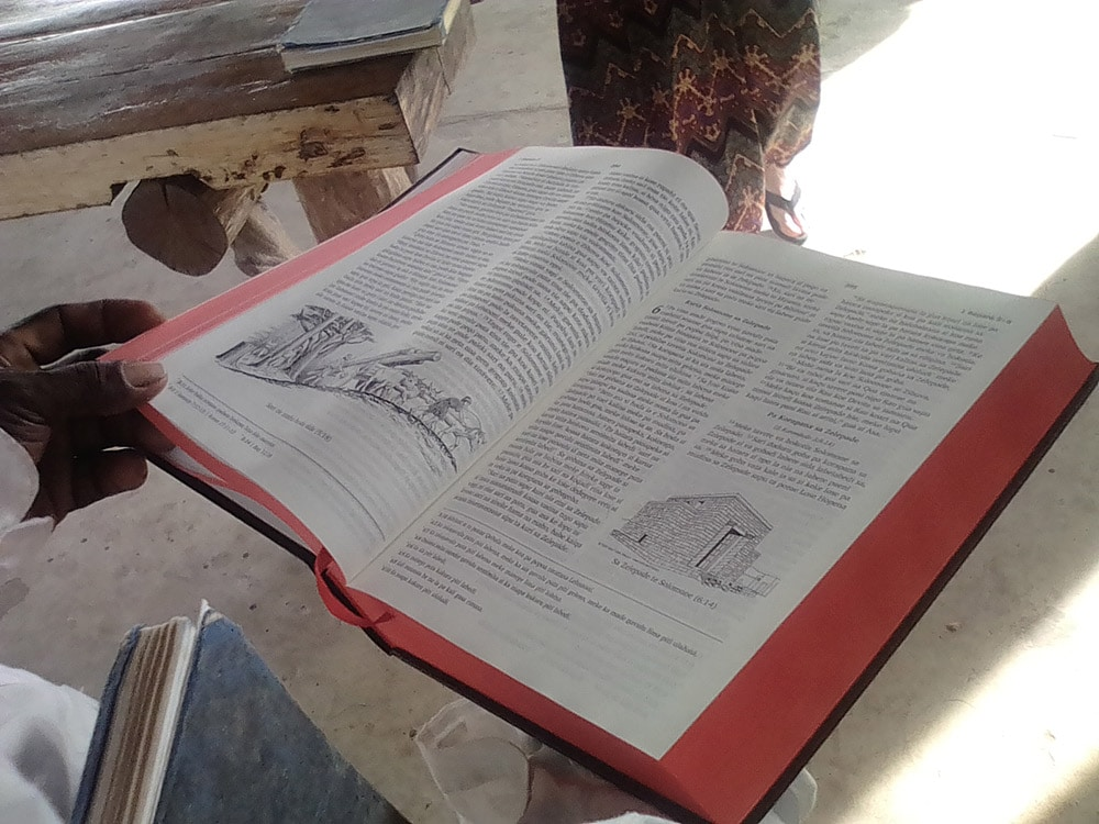 Roviana-language Bible