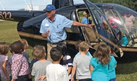 A JAARS pilot introduces our helicopter to a group of Florida youngsters.